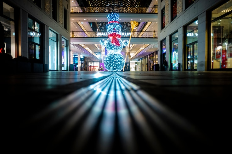 A illuminated Snowman stands in the deserted entrance of the 'Mall of Berlin' shopping center late afternoon in Berlin, Germany…