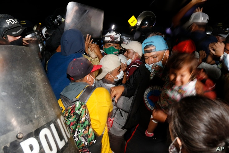 Honduran security forces try to keep migrants who are trying to reach the U.S. from crossing the border in El Florido, Honduras…
